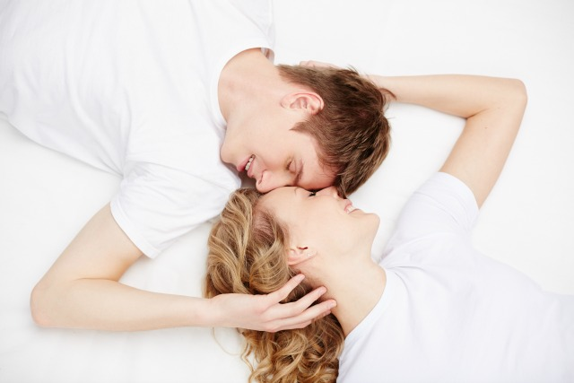 man and woman talking, man and woman in bed, разговоры в постели,