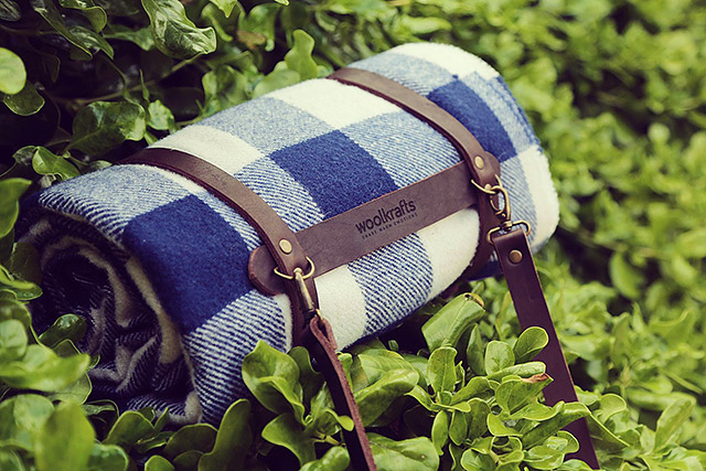 woolkrafts-buffaloplaid-navy-leather-carrier