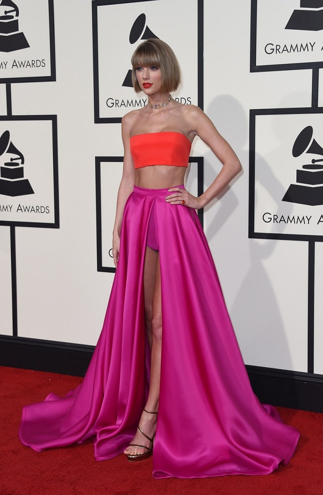 Singer Taylor Swift arrives on the red carpet during the 58th Annual Grammy Music Awards in Los Angeles February 15, 2016. AFP PHOTO/ Valerie MACON