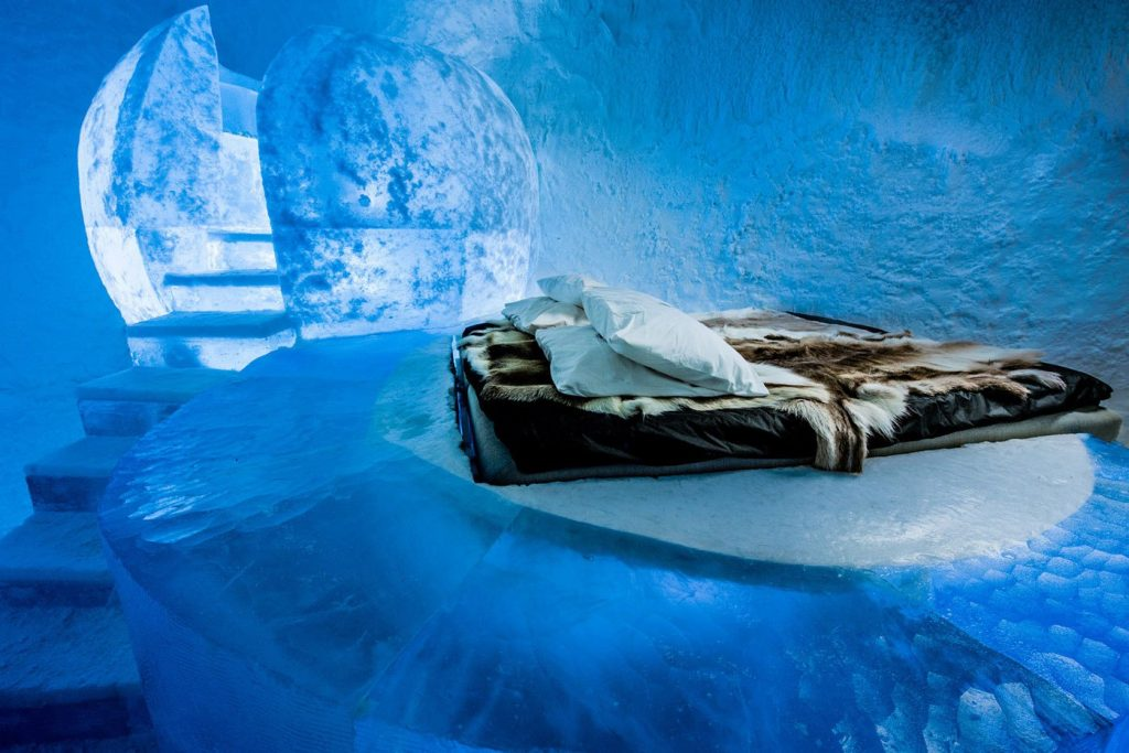 worlds-first-permanent-ice-hotel-1